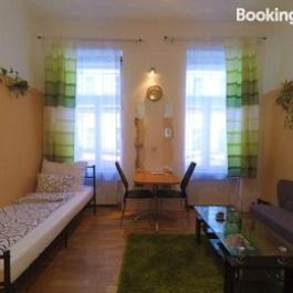 Charming Apartment near Metro Schonbrunn Palace